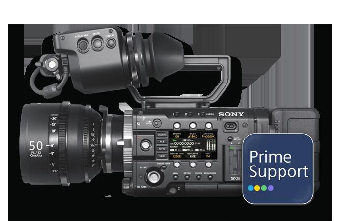 Alister Chapman tenant une caméra pour la garantie Prime Support