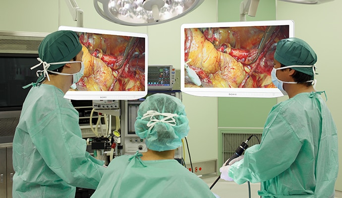 Surgeons viewing 4K content on Sony 4K surgical monitors