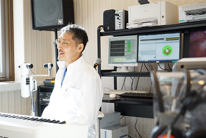 Dr Komazawa relaxing in front of his electronic piano