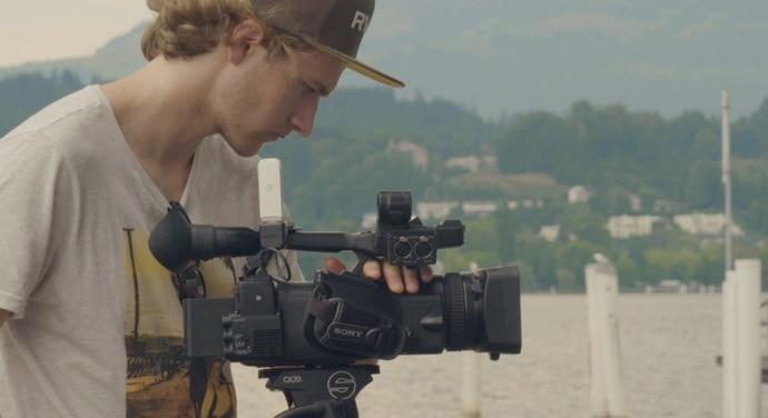 Camarógrafo con la videocámara PXW-Z280