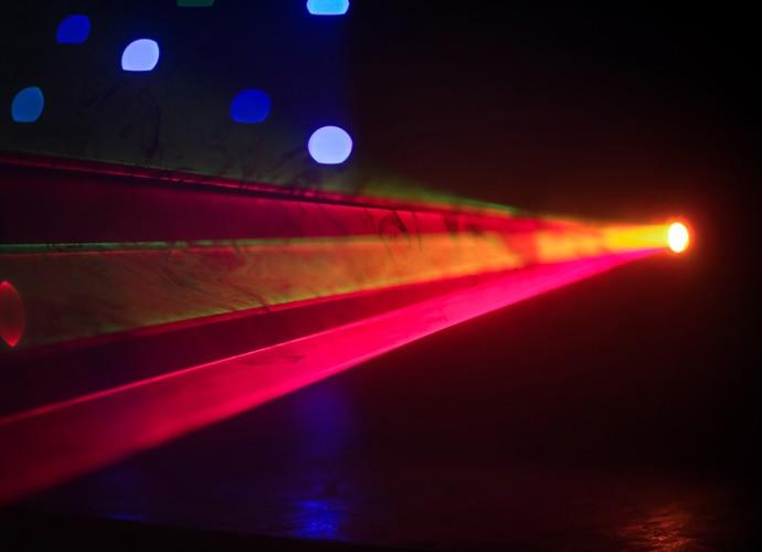 лампа, лазер
