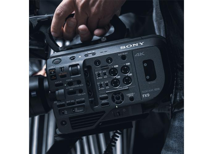 Primo piano del camcorder PXW-FX9