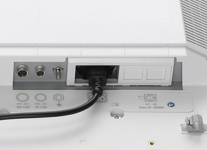 Bild der Rückseite des LMD-X3200MD mit Fokus auf Wechselstrom- und Gleichstromanschlüssen