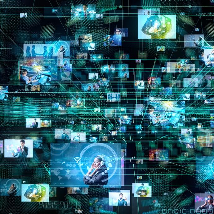 Un montage de visages sur des écrans.