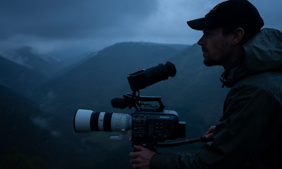Night-time scene with FX9 and Mathieu Le Lay